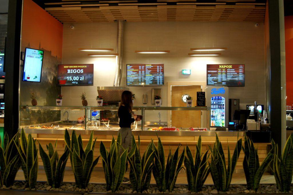 System monitorów dla restauracji Staropolskie Jadło w Galerii Serenada